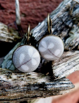 grey-leaf-earrings